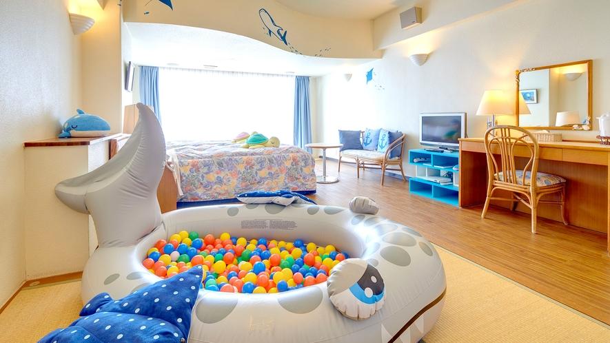 【アクアルーム/和洋室B※禁煙】 海をテーマにぬいぐるみ、ボールプールが楽しい空間を演出。室数限定。
