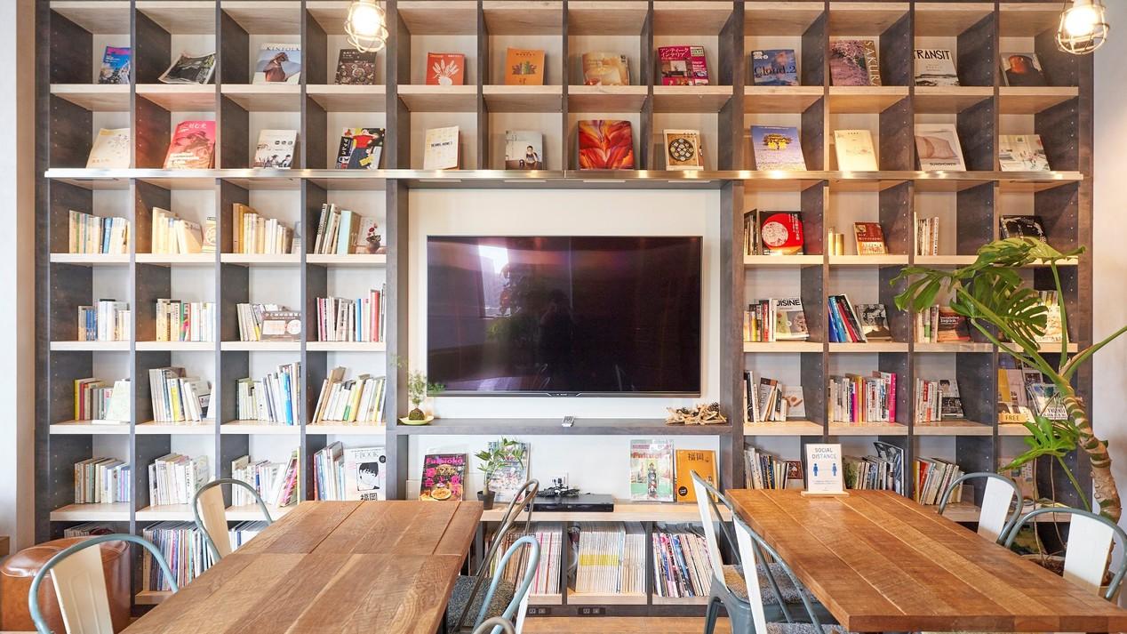 パブリックスペース:1500冊以上の図書完備!福岡関連の旅行本も充実♪
