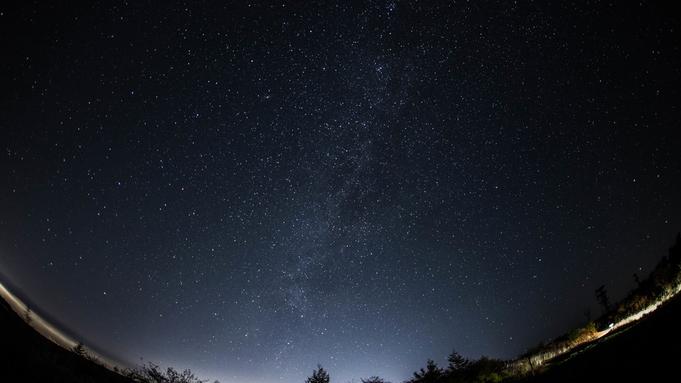 \星空ボート☆湖上プラネタリュウム/白駒池の湖面に映る満天の星空を…★1日限定3組【1泊2食】