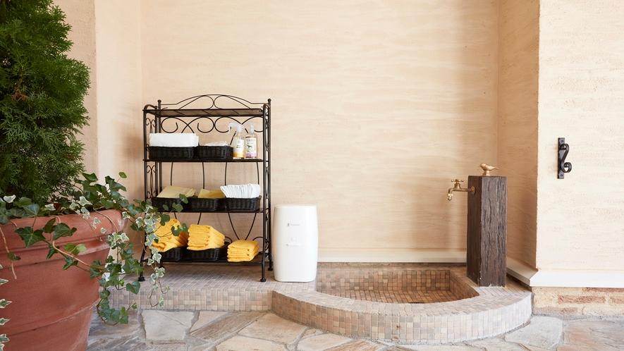 【施設】玄関にあるわんちゃん用の足洗い場