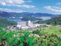 広大な敷地に建つ瀬戸内海の絶景を楽しめるリゾートホテルです。