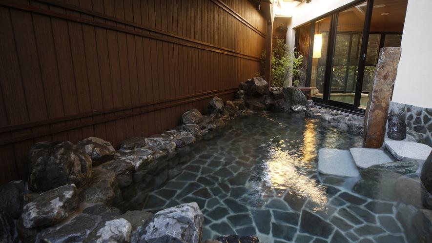 【男性】半露天風呂(湯温:41~42℃)