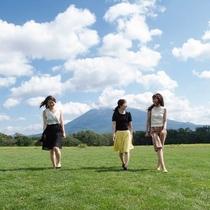 *草原イメージ/北海道の大自然、遮るものが一切ない青空を眺めて、癒されませんか?
