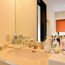 *【貸切風呂】身軽に楽しんでいただけるよう、化粧水類などアメニティもご用意しております。
