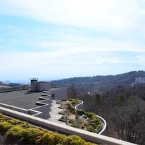 *【客室からの眺め 一例】当ホテルは山の斜面に沿うように建っており、眺望がお部屋によって異なります。