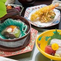 *【ご夕食一例<和食:富士見湧泉御膳>】季節の美味を愉しめる会席料理+サラダバイキング。