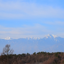 *【テラスからの眺め(冬の甲斐駒ケ岳)】時間や季節によって変わりゆく、美しい景色を是非ご覧ください。