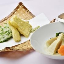 *【ご夕食一例<和食>】ダイニングにて、季節の美味を愉しめる会席料理+サラダバイキングをご用意。