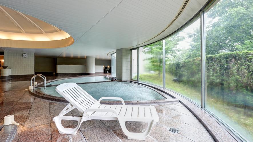 *【大浴場(男性)】エリア随一の広さ、南アルプス八ケ岳を眺める露天風呂など、8種の浴槽がございます。
