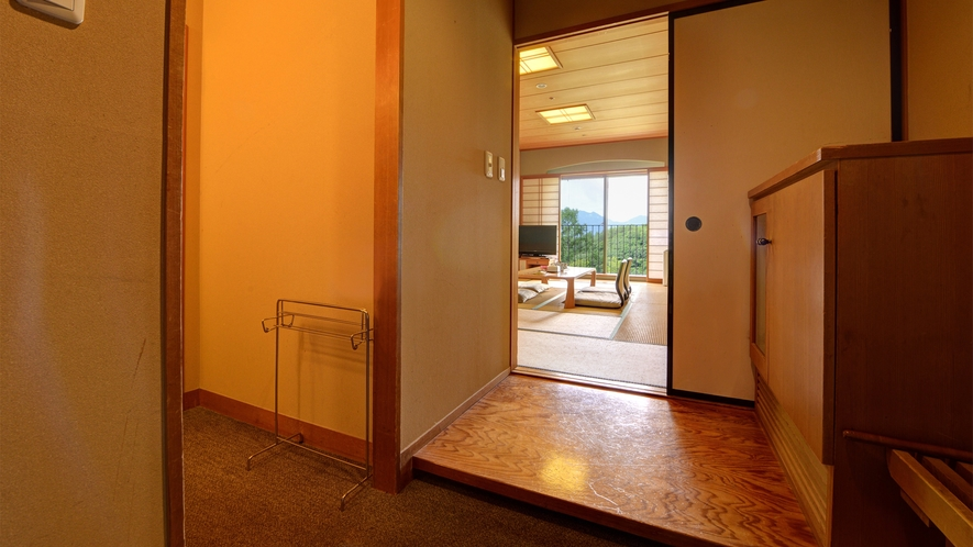 *【和室10~12畳(バスなし/洗面所付/洗浄機付トイレ)玄関】寛ぎのひと時をお過ごしくださいませ。