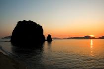中島の夕日と城