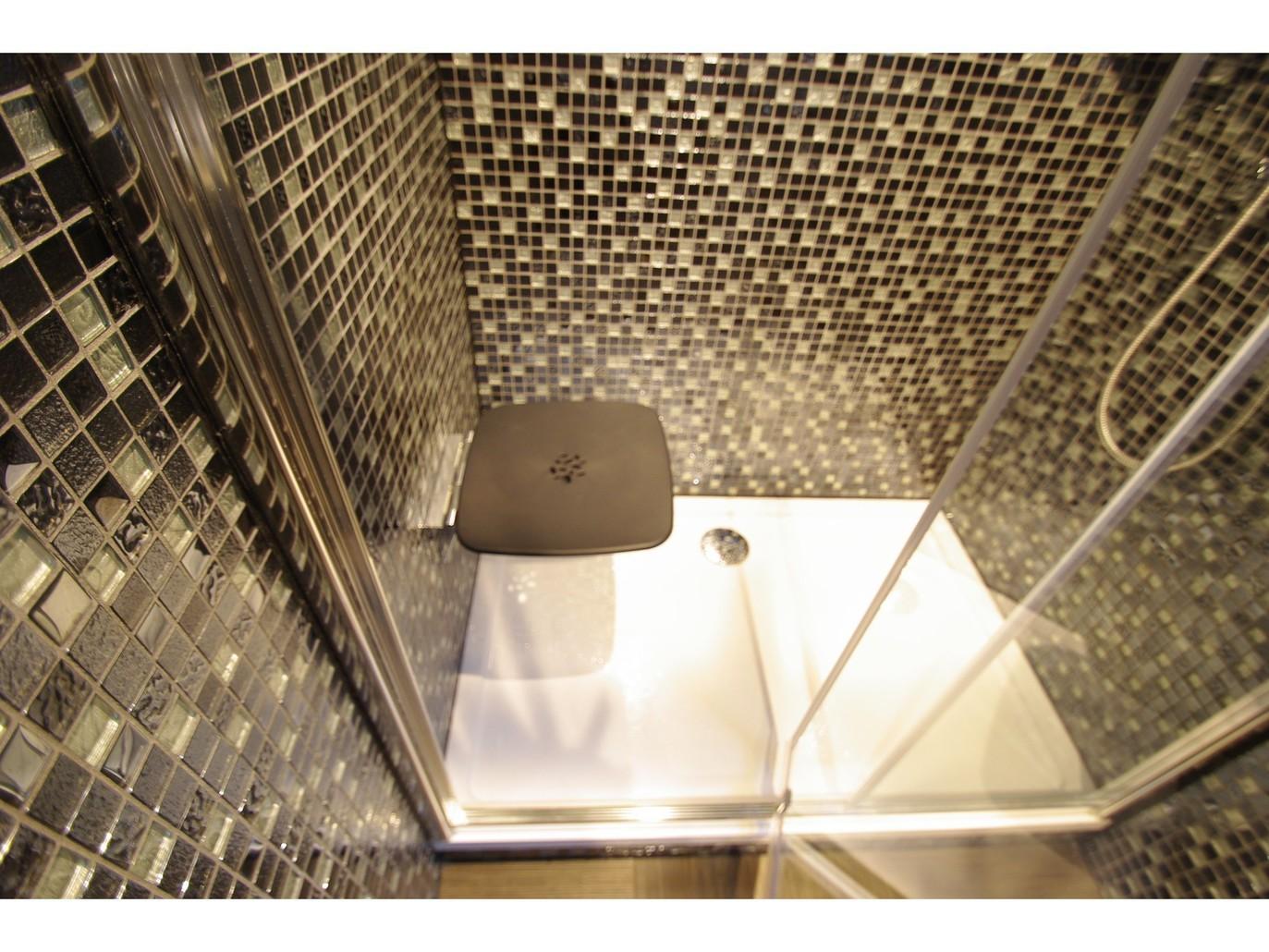 シングル、ベーシックツイン シャワー室
