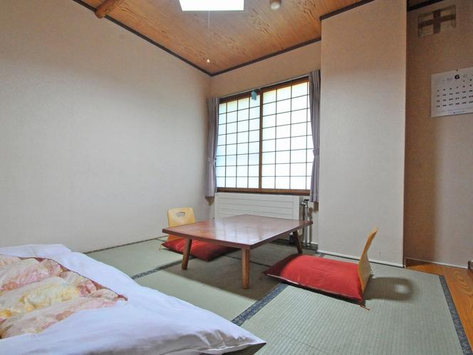 【本館:和室6畳】お一人様でゆったりとご利用いただけます。