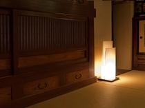 【炉辺】心温まる穏やかな灯りがお迎えいたします
