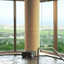 展望抜群!【富山平野・富山湾一望♪】天井が高くて開放的♪パノラマ大浴場