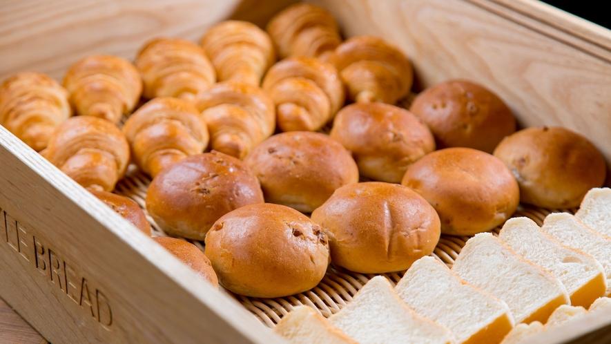 朝食(パン各種)