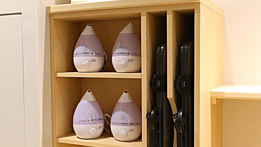 各階設置 無料レンタル(加湿器&ズボンプレッサー)。その他のレンタル品もフロントにてご用意