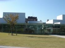 金沢21世紀美術館(金沢駅よりバス15分)