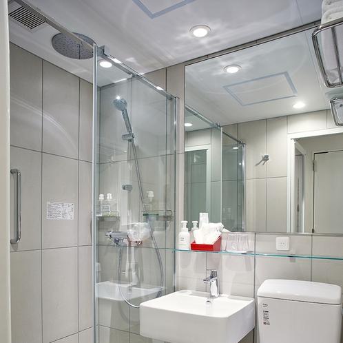 【バスルーム・全客室】レインシャワー+ハンドシャワーの2ウェイで高機能