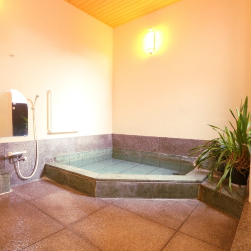 貸切風呂* 本館1階に24時間利用できる貸切温泉がございます