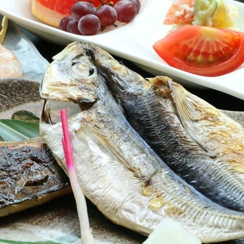 朝食一例* 2種の焼き魚