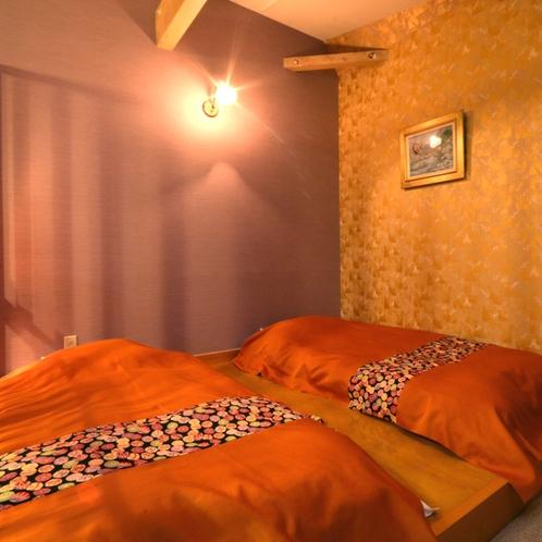 【彩】ツインベッド* 客室はパステルカラーの彩り、展望風呂は天窓があるデザインとなっております。
