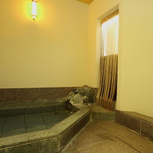 内湯* 二名様でもゆとりのある洗い場と浴槽
