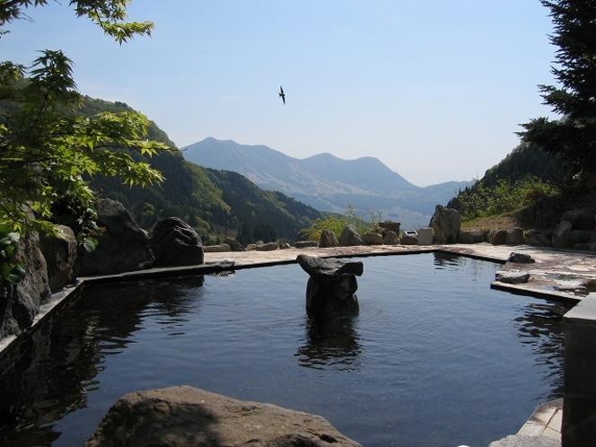 馬曲温泉の露天風呂(春)