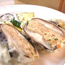 *[夕食一例]お肉やお魚と旬の野菜をバランス良くミックスしたメニュー。