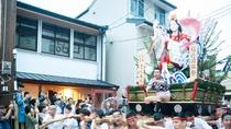 Fukuoka Guesthouse HIVE 祇園山笠シーズン中の外観