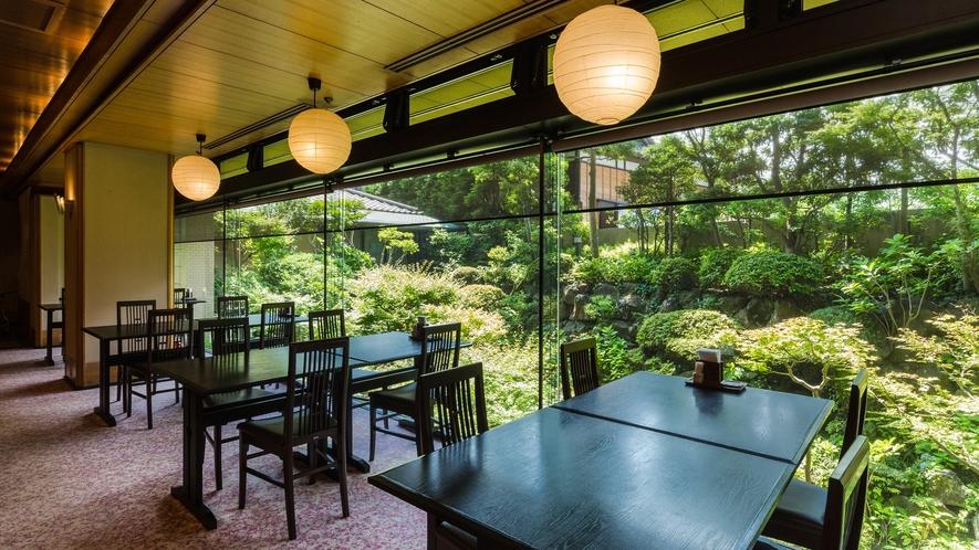 *【レストランあじさい】住宅街の真ん中とは思えない風景
