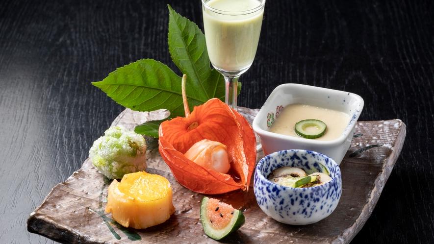 *【鮨会席】前菜/ホオズキやスイカに見立てたゴーヤ明太など、夏の風情を感じる品々。<7~9月>