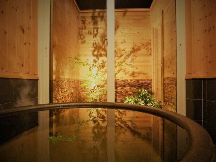 ラジウム鉱石を含む信楽焼陶器風呂 マイナスイオンを発生させ、リフレッシュ効果を得られます