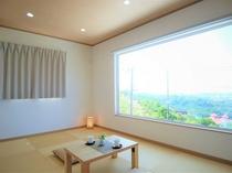 2階から景色を楽しむ大きな窓