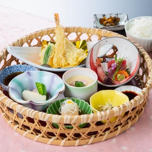 【 観劇かご御膳 】 季節の料理を、数品愉しめる御膳です