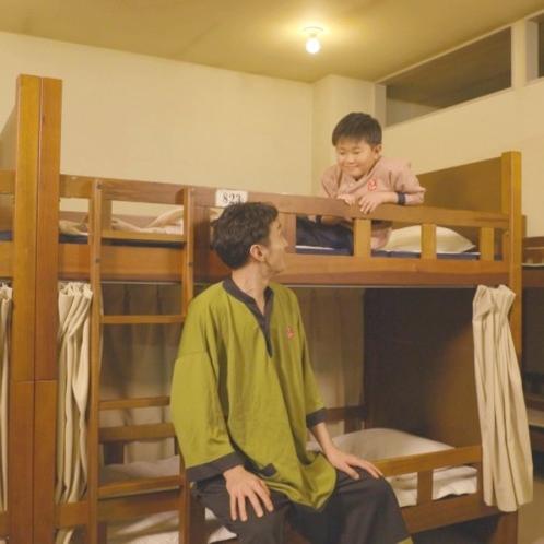 【仮眠室】写真は、2段ベッドタイプとなります。