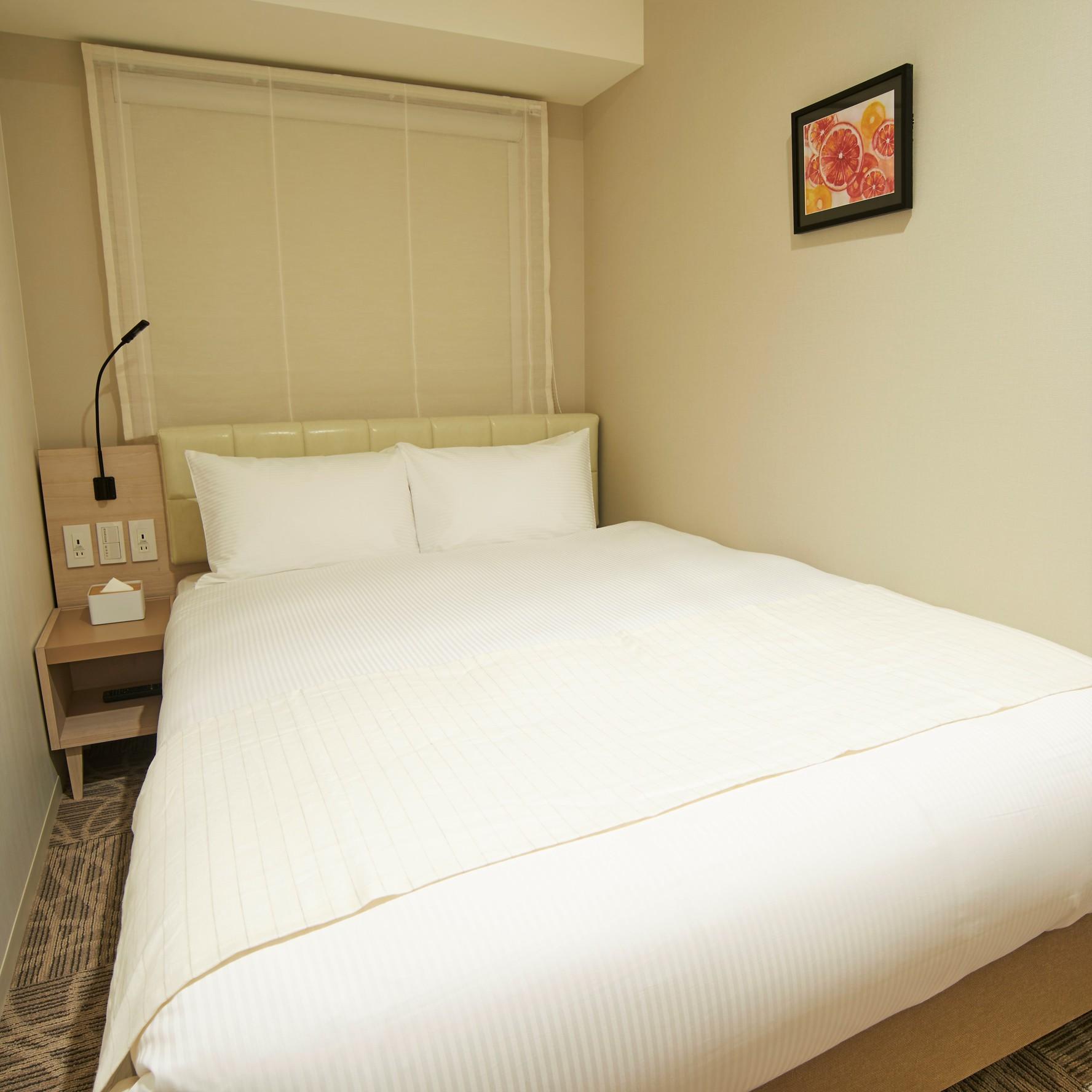 【ダブルルーム】ベッドは有名シモンズ社製です。贅沢な時間をどうぞ♪