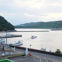 周辺景色:潮の香りが感じられる港