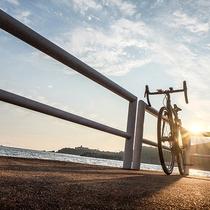 周辺景色:あたたかな夕日の中、サイクリングは最高ですよ!