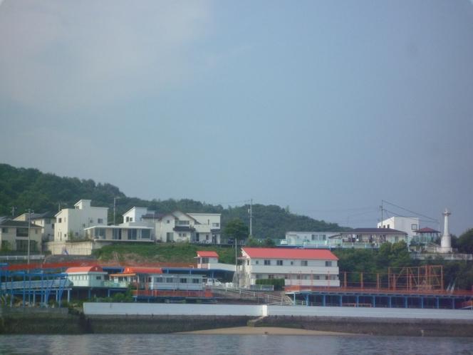 海から見た建物全景