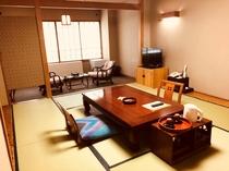 新館和室12畳。多少こじんまりしてますが、お二人でお泊りになるなら十分な広さ。