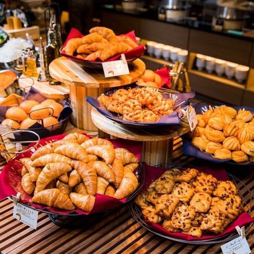 数種類の焼立てパン