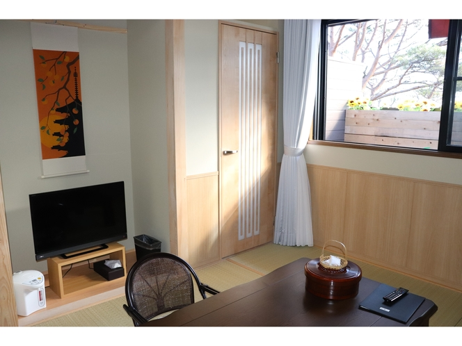 和室7.5畳とツインベットルーム【露天は3坪花畑風檜風呂】