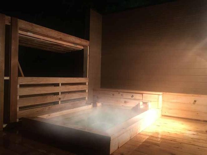 和室10畳と板の間3畳【露天は広い5坪ウッドデッキ風檜風呂】