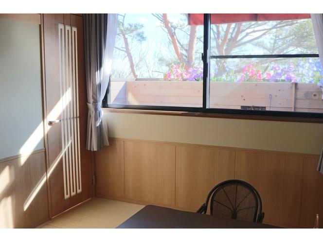 和室4.5畳とツインベッドルーム【露天は3坪花畑風檜風呂】