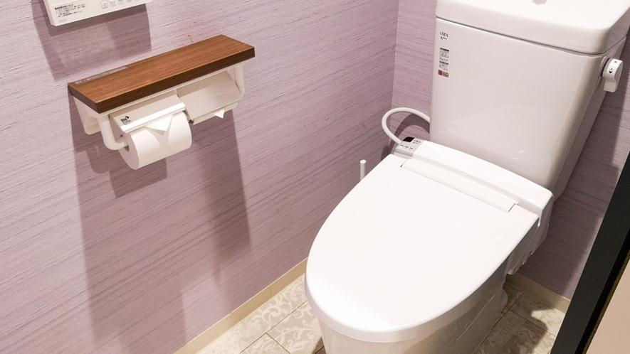 ・共用男子トイレ/トイレは男女別です