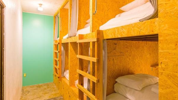 男女共用ドミトリールームB(2〜4名)8名部屋