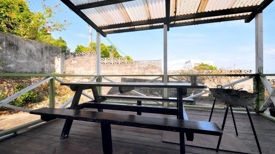 【屋外テラス】広々テラスは沖縄の空気を感じることができる癒しの空間です