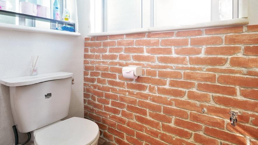 【トイレ】レンガ造りのスタイルです。