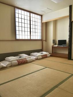 和室8畳でごろ〜り♪ 素泊まりシンプルステイ♪